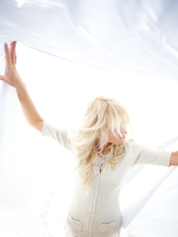 Blond_woman_in_white_clothes_in_a_white_background.jpg