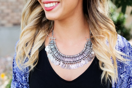necklace-jewelry-silver-woman-46288.jpeg